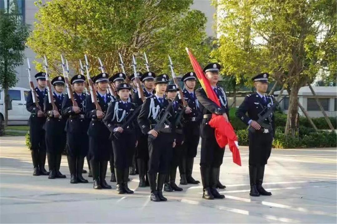 云南昆明:法警们,节日快乐——人民法院里有这样一支特殊的警察队伍