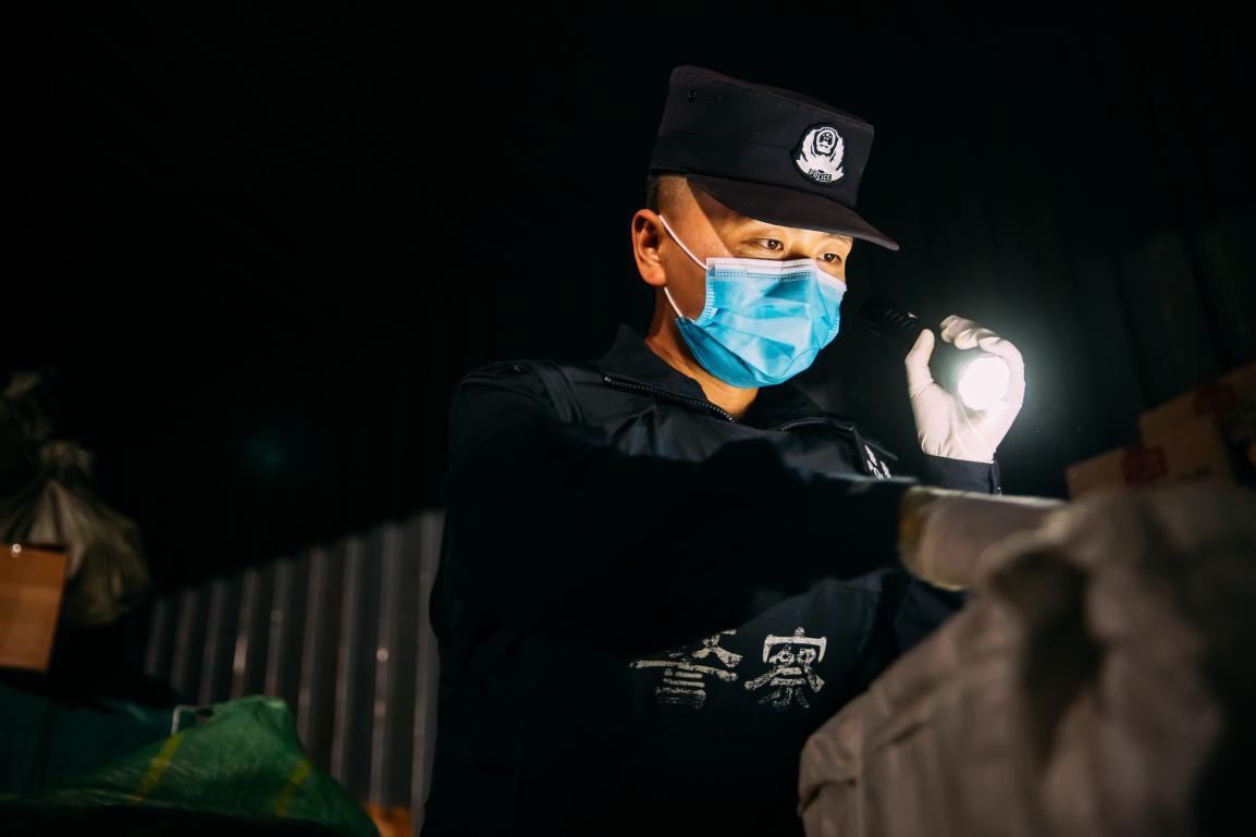 云南西双版纳:心有恒念多缉毒——记兴海查缉点缉毒警李连杰的一天