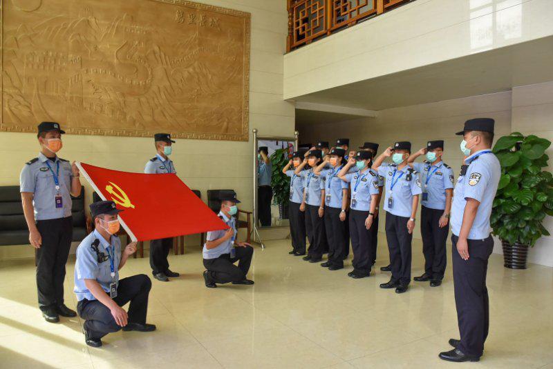 """云南德宏:""""七一""""建党节,瑞丽边检民警这样过"""