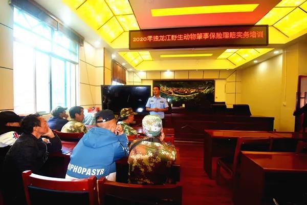 云南贡山县公安局交警大队独龙江中队持续开展交通安全宣传活动