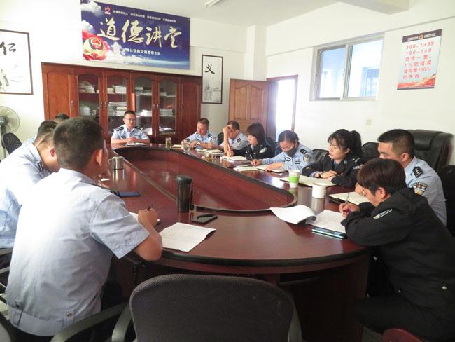 """云南临沧云县公安局交警大队组织召开""""两个统一行动""""工作部署推进会议"""